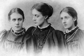 Stella, Vanessa and Virginia Stephen, c.1896 (b/w photo)