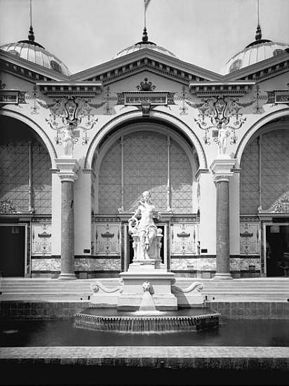 Portico and fountain at the universal ex adolphe giraudon for Portico dello schermo prefabbricato