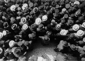 Bird''s eye view of crowds / Photo / 1910