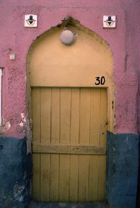 A door in the medina (photo)