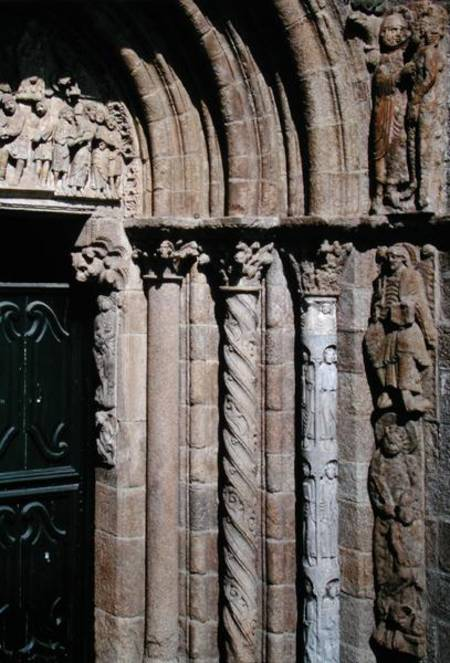 Detail of the portico de las platerias w master mateo for Portico dello schermo prefabbricato
