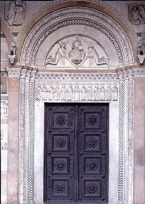Portal with carved architrave depicting Christ in a Mandorla with two angels and the apostles below
