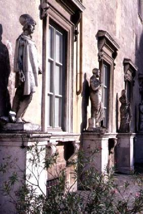 View of the garden detail of antique statues surrounding the piazza