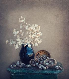 Still life with a lunaria and snails