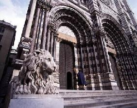 Facade of the Cathedral of San Lorenzo photo)