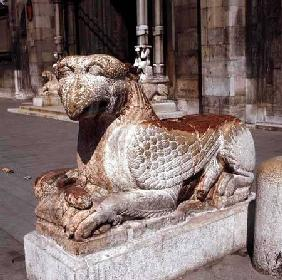 Griffin lying on a plinth
