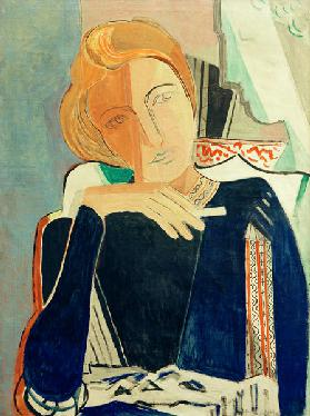 Inge II, in dark blue with cigarette