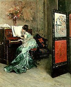 Lady at the piano playing